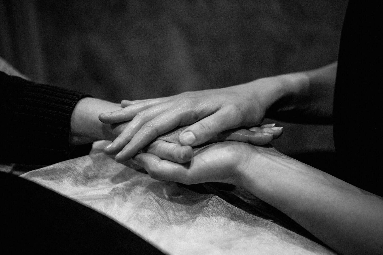 hands-5784868_1920